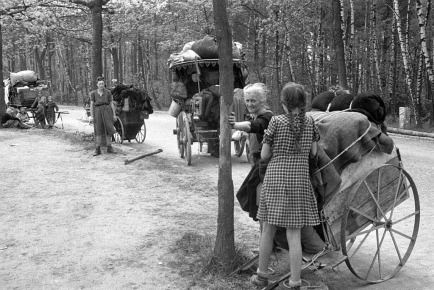 German-women-children-flee-West-1945